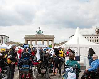 protestdemo vor dem Brandenburger Tor in Berlin